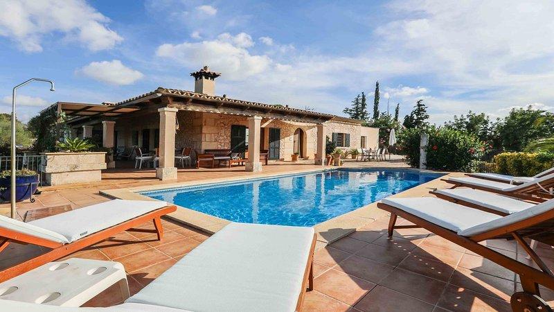 Blaypetit - Tolles Ferienhaus mit Pool und grossem Garten, holiday rental in Muro