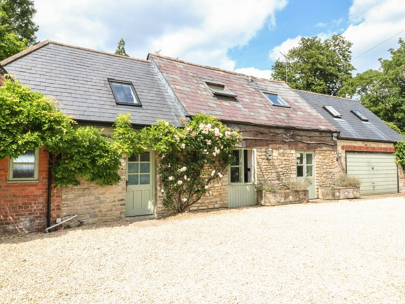 SOMERFORD COTTAGE, 3 bedrooms and perfect for friends and families, Malmesbury, holiday rental in Easton Grey