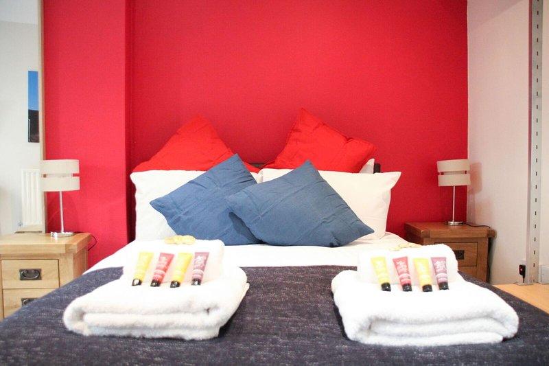Honest City Centre Apartment 1, holiday rental in Dibden