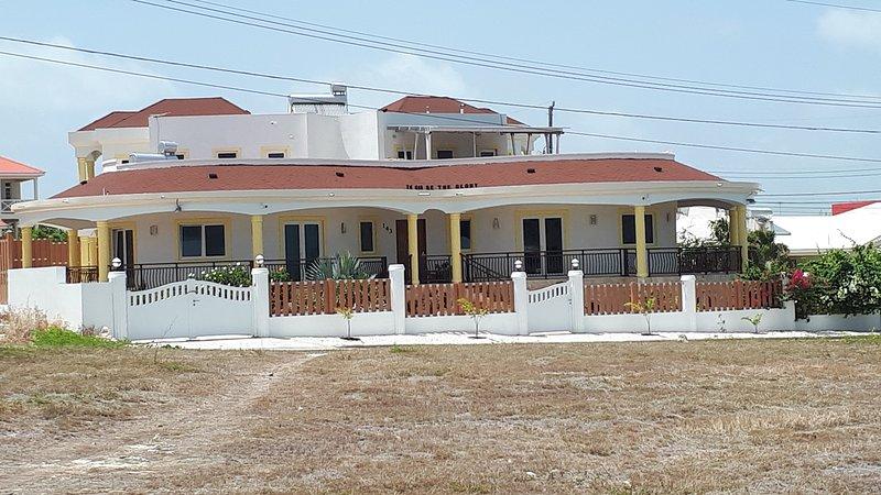 Breezy LR GND Floor Apt Higher Heights, Barbados – semesterbostad i Inch Marlow