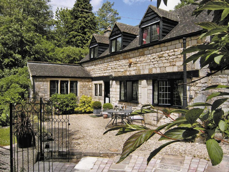 The Cottage, holiday rental in Bisley