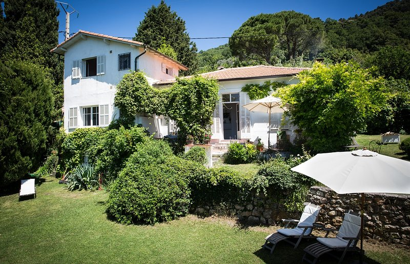 JdV Holidays Villa Lavande, charming old villa without pool in peaceful location, location de vacances à Vence
