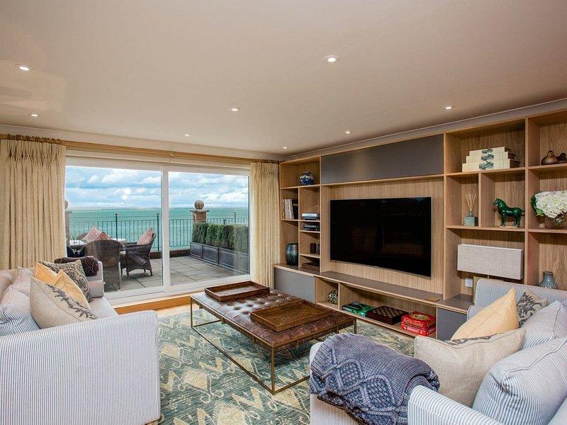 Solent View Apartment, casa vacanza a Gurnard