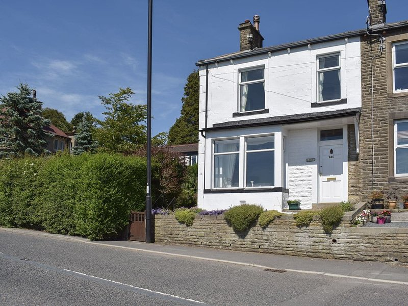 Alondra Cottage, holiday rental in Trawden