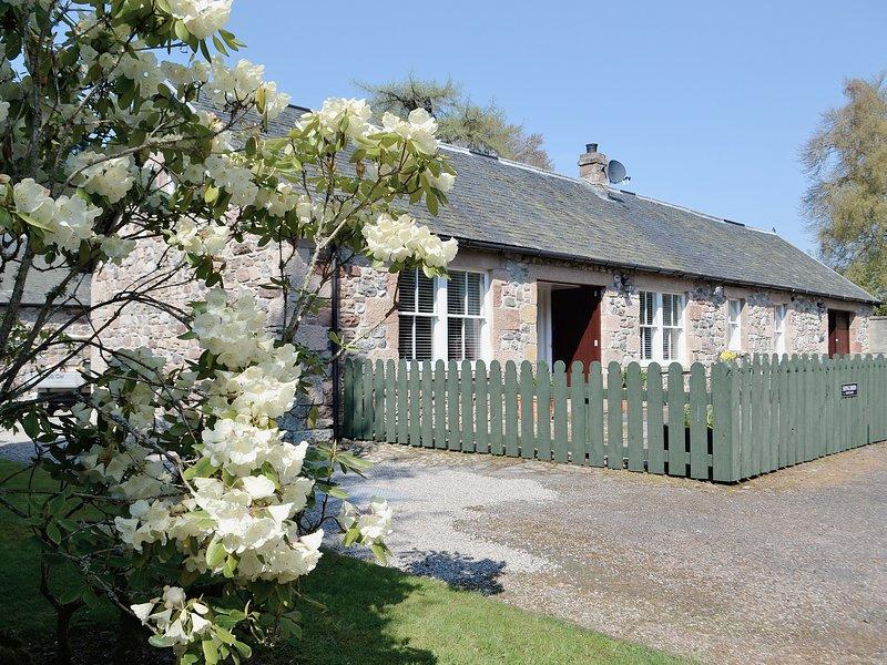 SONG BIRD COTTAGE, aluguéis de temporada em Lochend