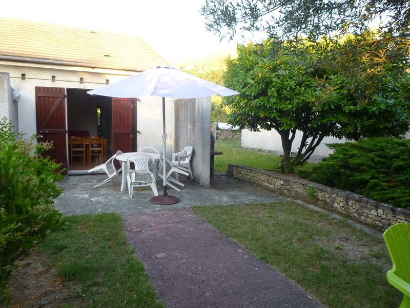 Beautiful house with garden, location de vacances à Colmars