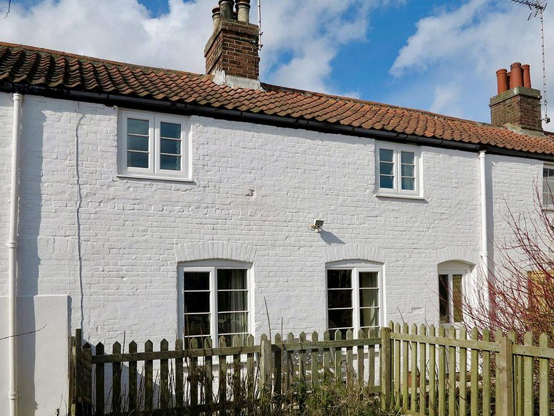 Jenny's Cottage 27553, holiday rental in Trunch