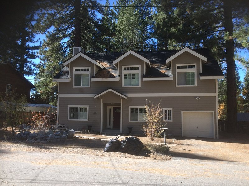 Newly Available Large-Sunny-Quiet Setting, vacation rental in South Lake Tahoe