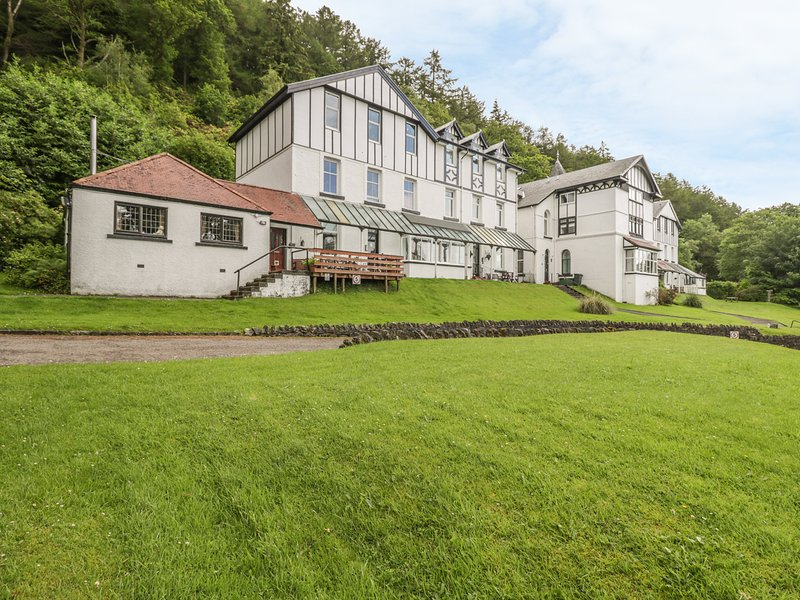 2 KILMUN COURT, Views over bay, open-plan living, Dunoon, holiday rental in Blairmore