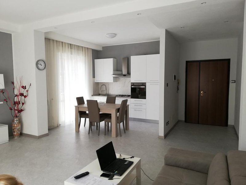 Nice apt with terrace & balcony, holiday rental in Rimini