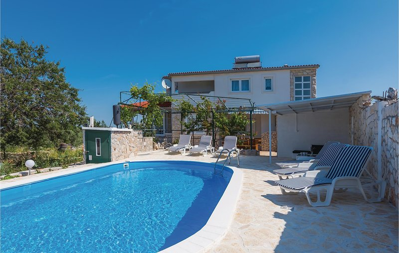 Nice home in Primosten with Outdoor swimming pool, WiFi and 4 Bedrooms (CDJ652), holiday rental in Podglavica