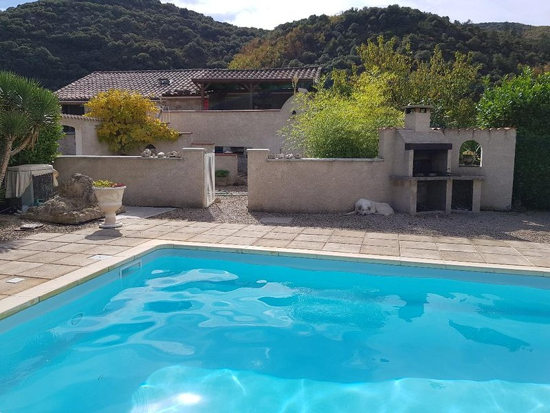 Mountain Gîte with Private Pool, aluguéis de temporada em Saint-Etienne-d'Albagnan