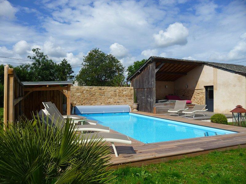 LE PRE VERDINE - Magnifique longère rénovée - Piscine - Spa, vacation rental in Bono