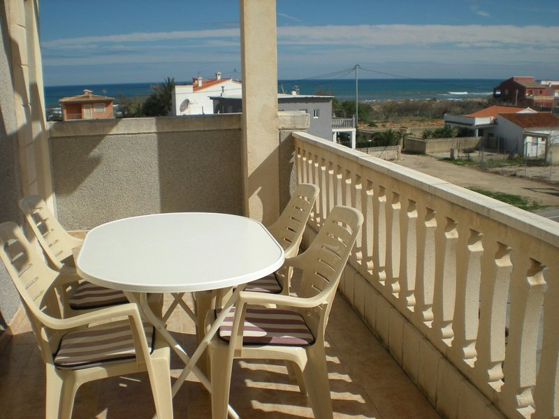 Beautiful apt with shared pool, holiday rental in Deveses