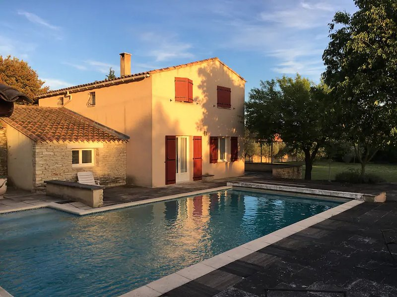 Spacious villa with swimming-pool, holiday rental in Cabrieres-d'Avignon