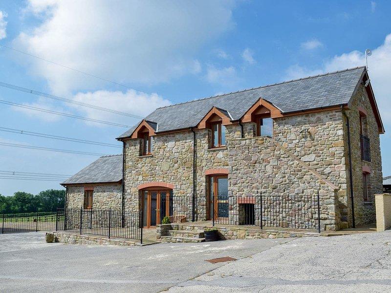 West Rose Barn, holiday rental in Lampeter Velfrey