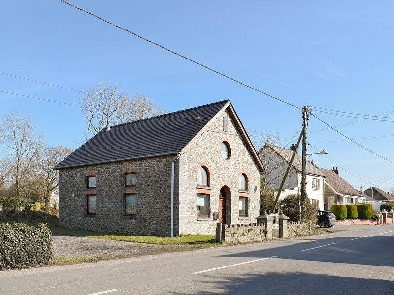 The Chapel, holiday rental in Plwmp