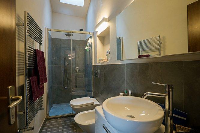 Incantevole appartamento nel cuore di Salò con ogni comfort, alquiler de vacaciones en Salo