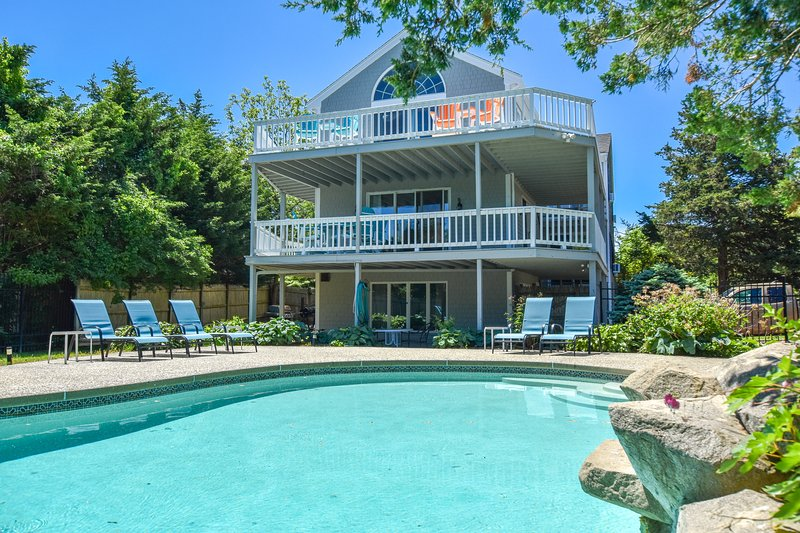 #908: Water Views from Multiple Decks, Private Pool, Access to Grand Cove!, vacation rental in West Dennis