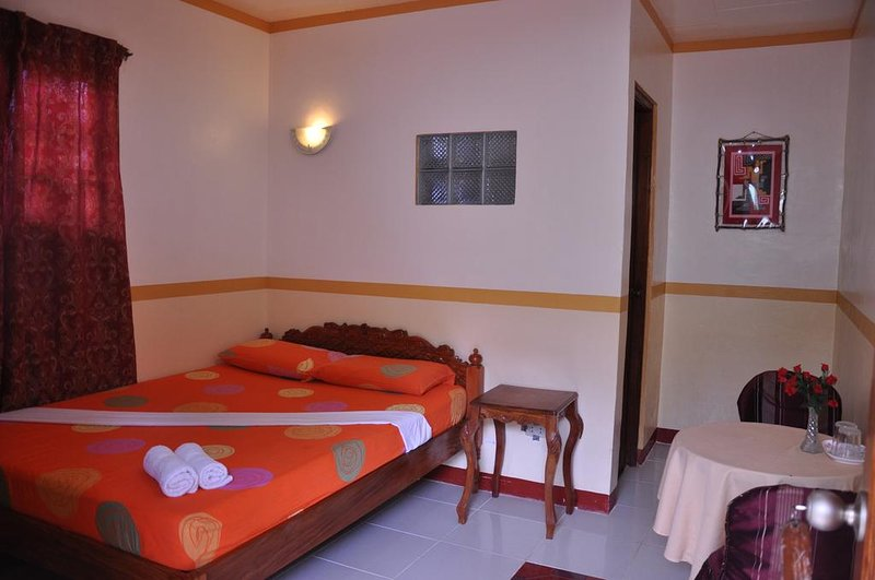 D' Lucky Garden Inn Couples Room 3, holiday rental in Puerto Princesa