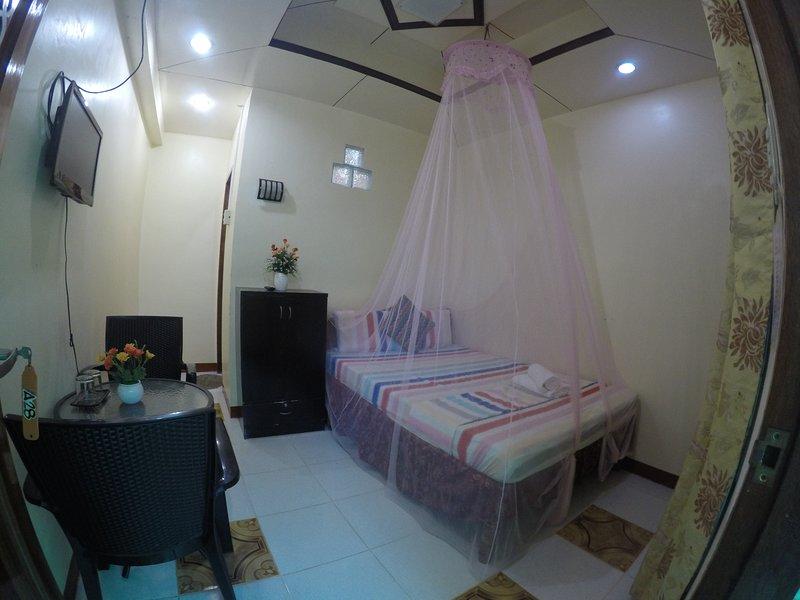 D' Lucky Garden Inn Couples Room 4, holiday rental in Puerto Princesa