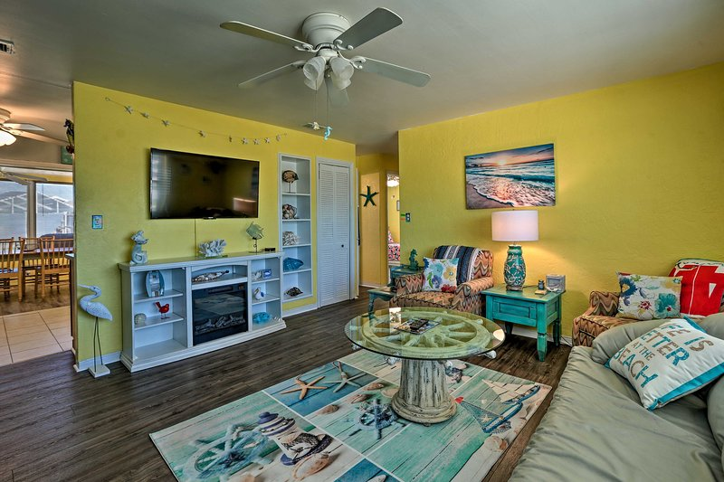 Vibrant Ormond Beach House - Walk to Ocean, holiday rental in Ormond-by-the-Sea