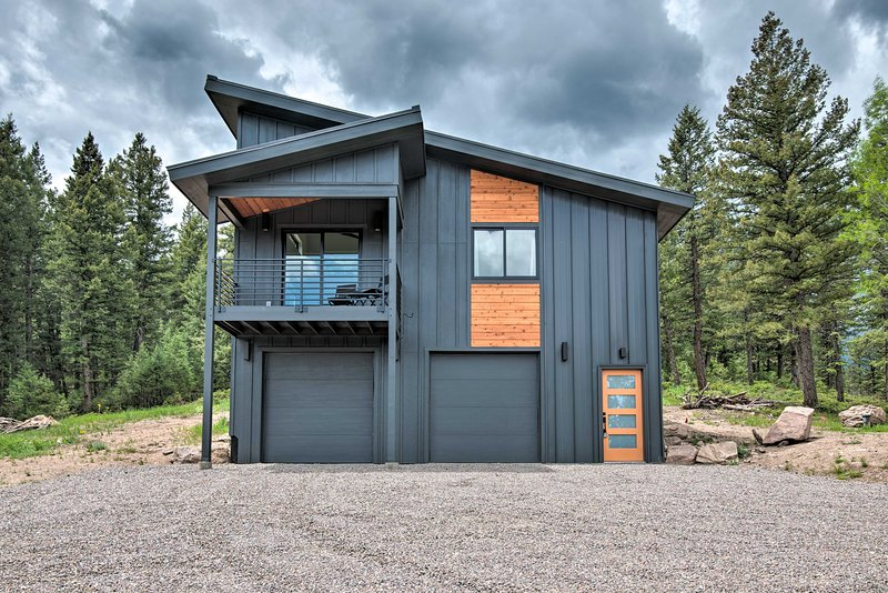 Modern Evergreen Cabin on 35 Acres w/ Views!, vacation rental in Evergreen
