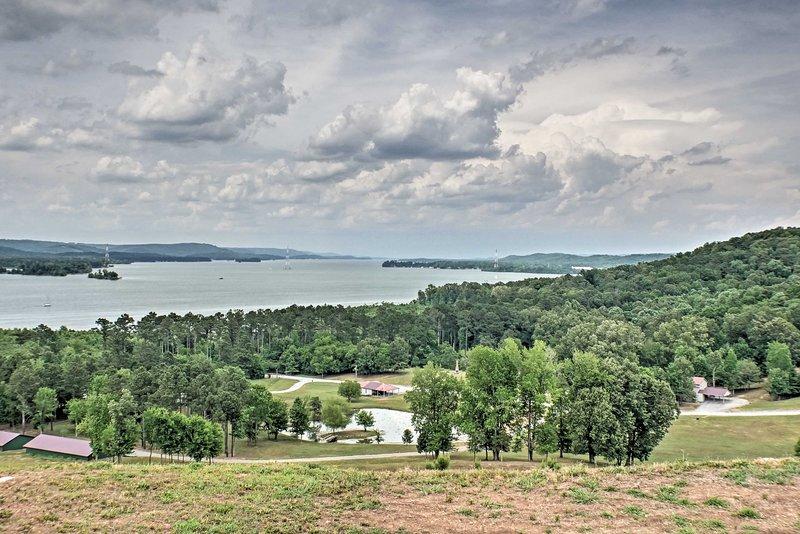 Guntersville Lake is within walking distance!