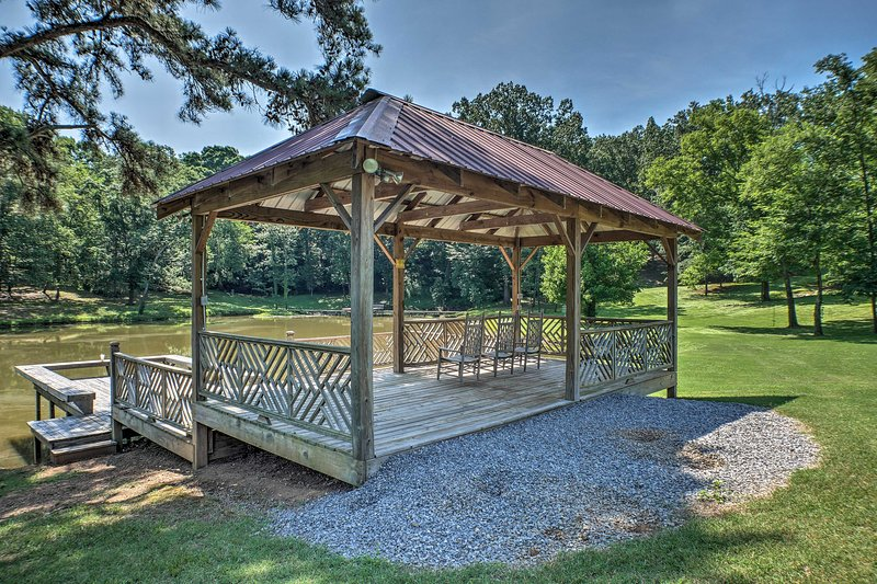 This Guntersville property features access to a shared catch-and-release pond!