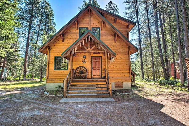 Secluded Leavenworth Cabin on Chiwawa River!, holiday rental in Plain