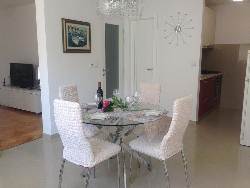 Dubrava Apartment Sleeps 5 - 5807524, holiday rental in Vranjic