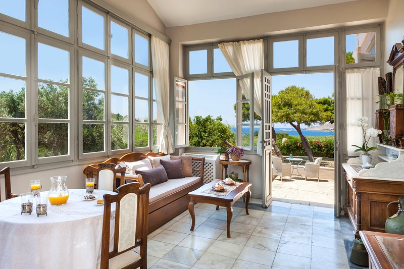 DellaGracia Mansion in Syros - up to 10 guests, holiday rental in Galissas