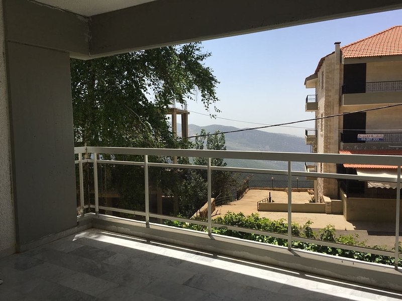 3 Bedroom Apartment - Ehden Country club (2 Balconies), casa vacanza a Ehden