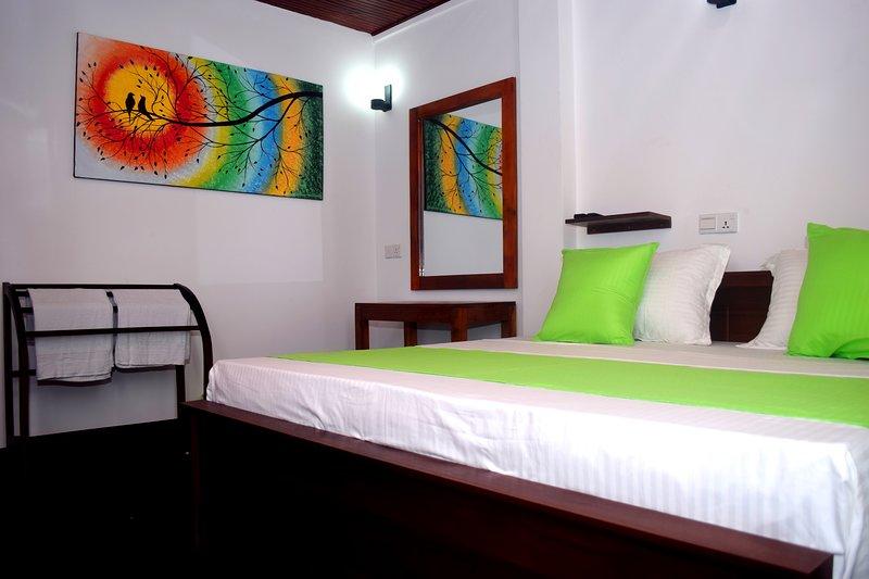 Villa Yuvin Oceanfront, vacation rental in Talalla