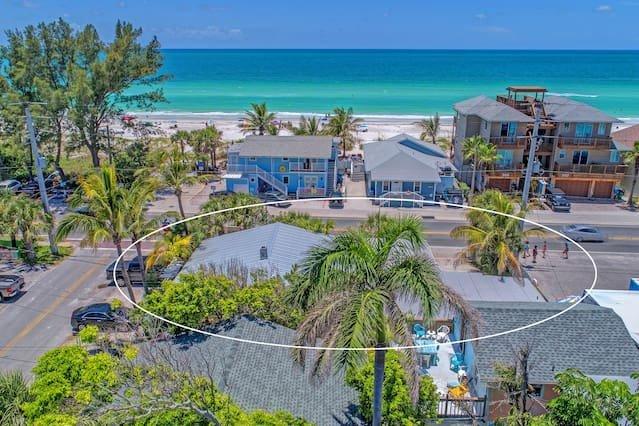 PLAYA ESMERALDA/INNATTHEBEACH SUITES #5 BY BRIDGE STREET, holiday rental in Bradenton Beach