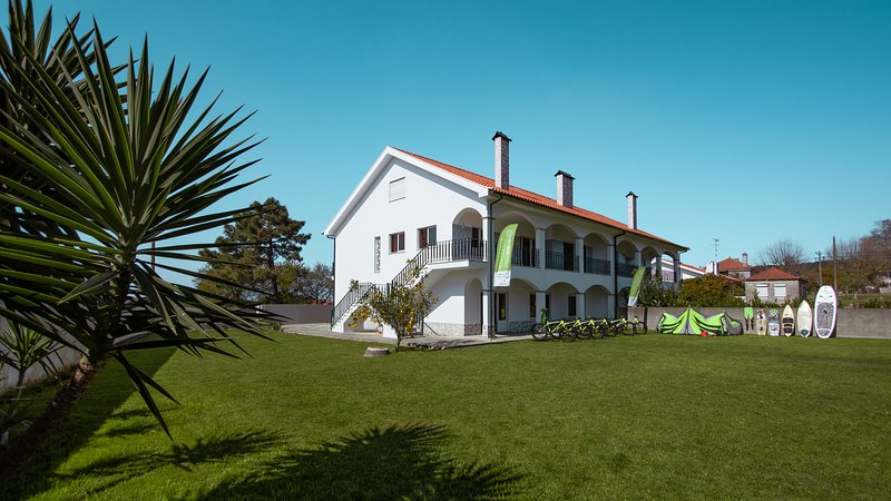 Private Gardened House - 5min from the beach, vacation rental in Viana do Castelo