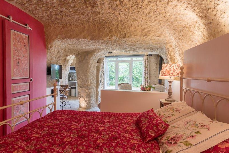 Gite troglotydique de la Rochère, location de vacances à Reugny
