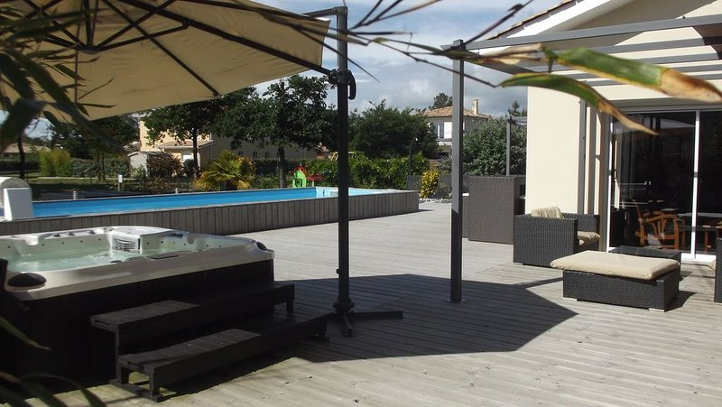 Amazing villa with swimming-pool, vacation rental in Claouey