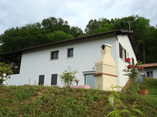 Amazing apt with mountain view, casa vacanza a Uhart-Cize