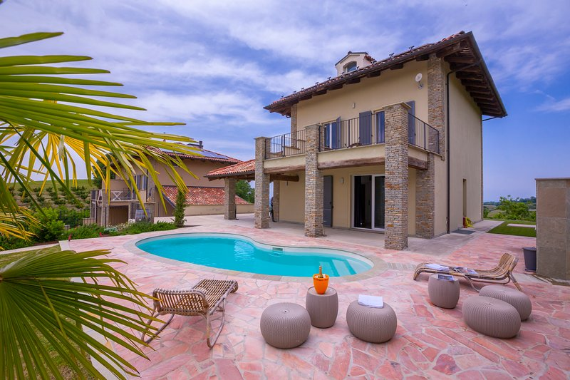 Villa Camilla with swimmng pool, terrace and garden