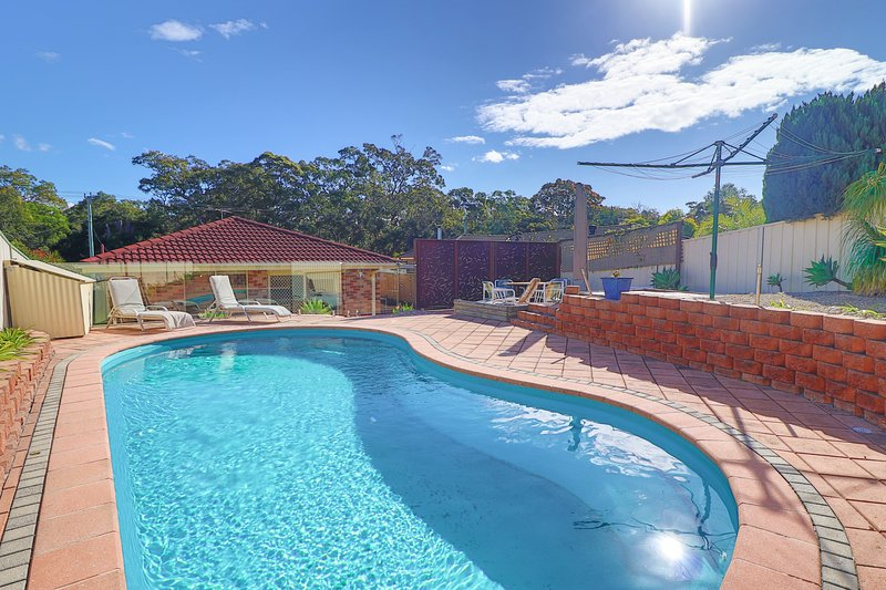 Lakelandia - family home with inground pool, wifi and close to lake and beach, vacation rental in Lake Macquarie