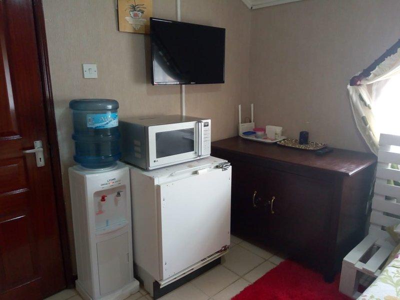 letting this awesome studio room located at kilimani Riara road., alquiler de vacaciones en Lavington