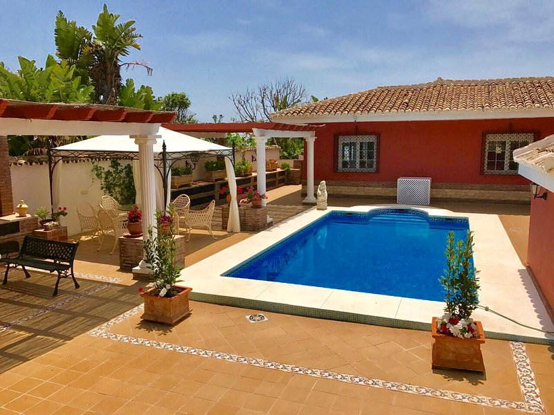 Big villa with swimming-pool & Wifi, vacation rental in Artola