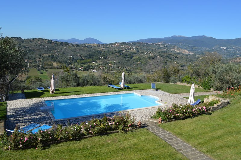 Villa Collebelvedere - Open Space  facing the swimmingpool - Home Restaurant, holiday rental in Rome