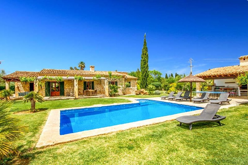 3 bedroom Villa with Pool, Air Con and WiFi - 5692513 Chalet in Puerto Pollensa
