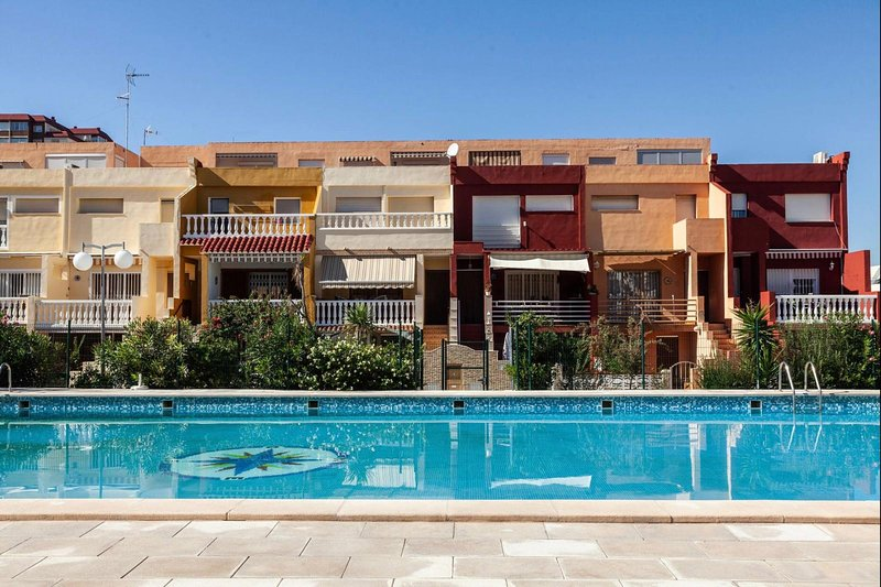 Beautiful apt with pool access, location de vacances à Naquera