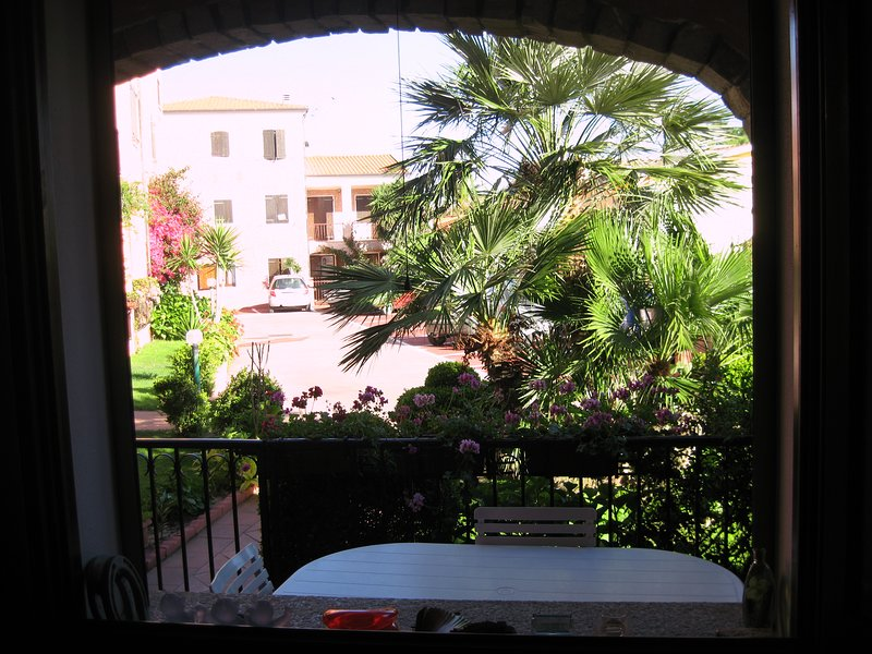 Beautiful apt with pool access, holiday rental in Valledoria