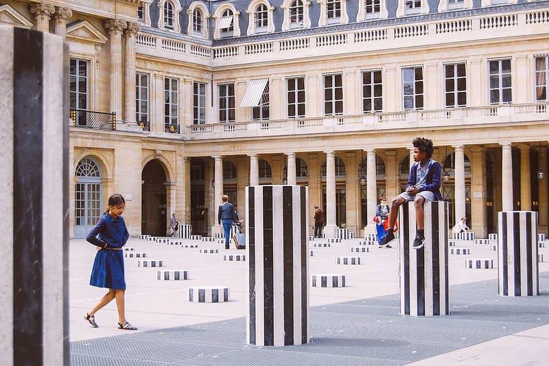 Prenez une pause dans le magnifique Palais Royal juste autour du coin