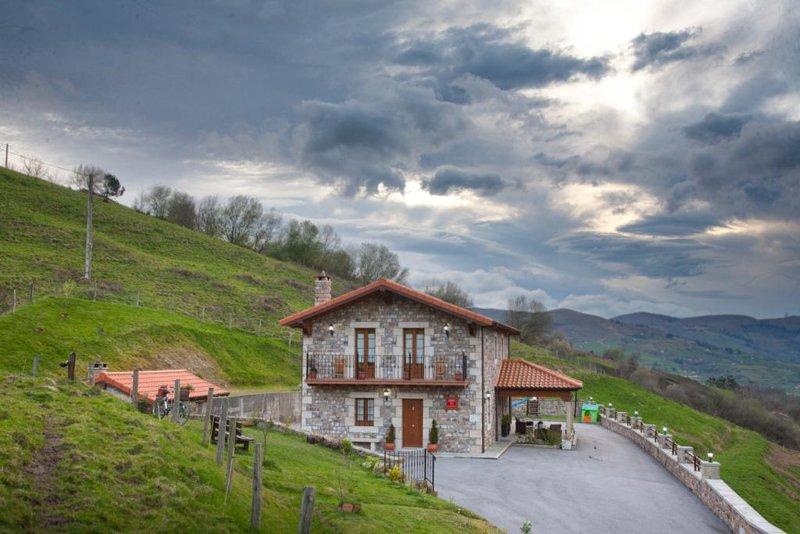 Espectacular Casa Rural en Cantabria, location de vacances à Arredondo