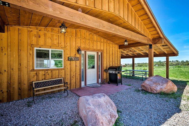 5-Acre Moab Studio w/BBQ & Stunning Mtn Views, location de vacances à La Sal